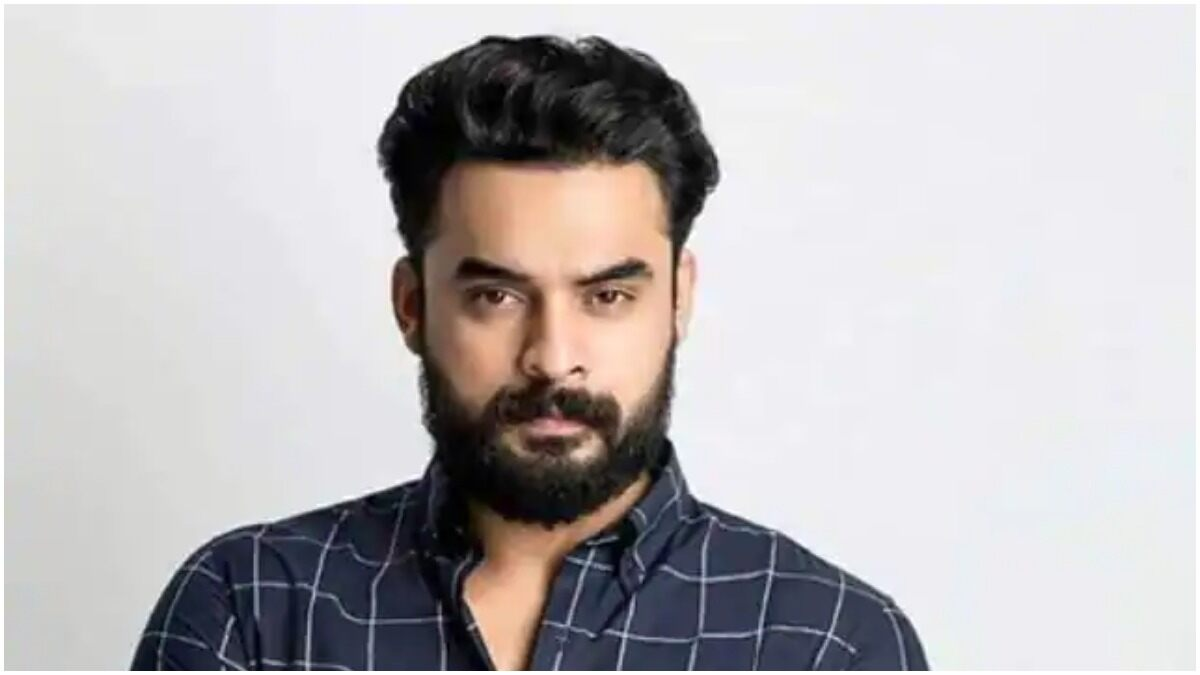 Tovino Thomas Gets Discharged from the Hospital after Being Treated for his Stomach Injury
