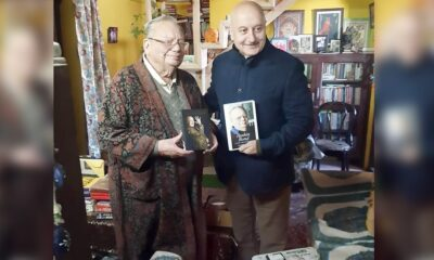 Anupam Kher Pays a Visit to Ruskin Bond in Mussoorie, Actor Introduces His New Book 'Your Best Day Is Today' to the Legendary Author (Watch Video)