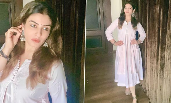 Raveena Tandon Poses for the Camera in a White Kurta and Silver Jhumkas, Says 'Nowhere To Go, Nothing To Do' (View Pics)